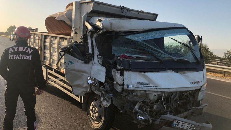 Aydın'da kamyonetle minibüsün çarpıştığı kazada 2 kişi yaralandı