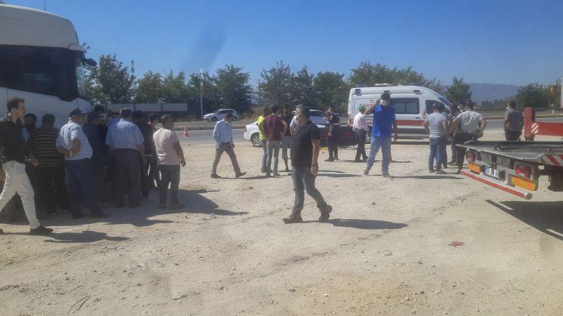 Aydın'da feci kaza! İki otomobil çarptı