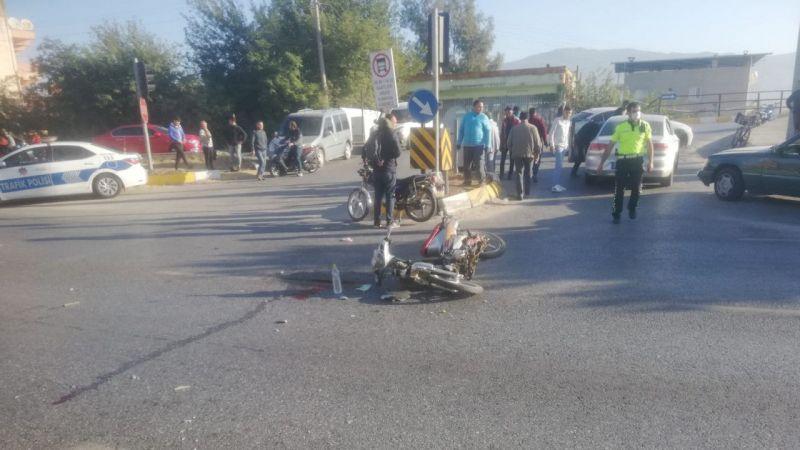 Aydın'da otomobile çarpan motosikletin sürücüsü yaralandı