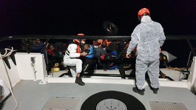 Ege'de Türk kara sularına itilen 213 düzensiz göçmen kurtarıldı