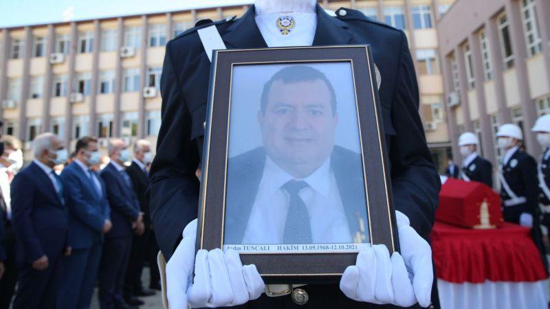 Aydın'da evinde ölü bulunan hakim için adliye önünde tören düzenlendi