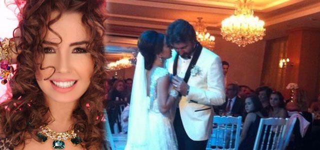 """Ünlü şarkıcı kiminle evlendiTürk sanat müziği sanatçısı Onur Akay, konservatuvardan arkadaşı Gülşah Buzlu'nun gizlice Çeşme'de evlendiğini duyurdu. Akay, twitter hesabından servis ettiği fotoğraflara esprili yorum da yaptı. """"Ben biraz daha beklersem Serd"""