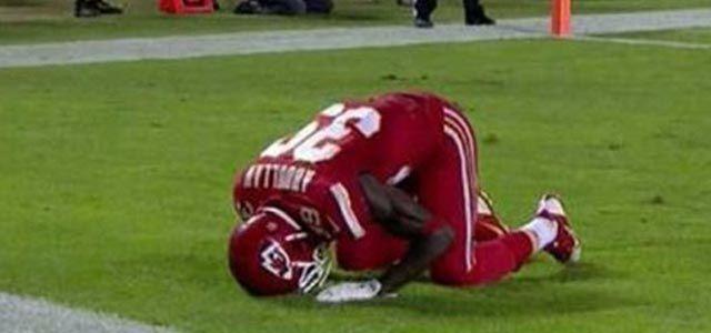 Müslüman futbolcuya secde cezası