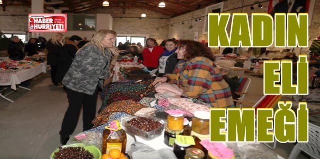 Urla Belediyesi'nin örnek projelerinden biri olan kadın üretici pazarlarında hazır ürünler yer almıyor. Kadınlar ürettiklerini aracısız olarak halkla buluşturuyor.