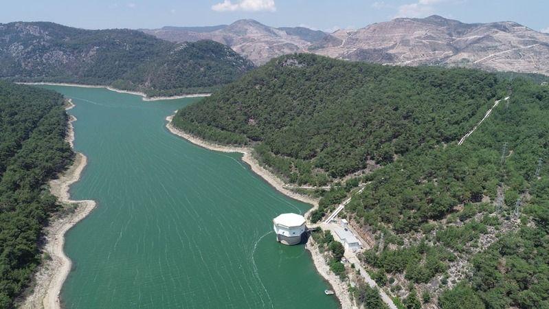 İzmir'i felç eden şiddetli yağışın sevindiren yanı barajlar bir gecede doldu