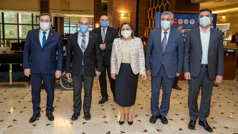 """Pandemi Sonrası Bölgesel Kalkınma Toplantısı'nda konuşan Başkan Soyer, """"Birlik olalım, vatandaşın derdine derman bulalım"""" dedi."""