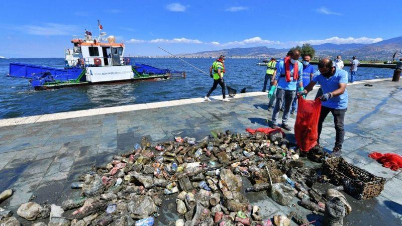 Dalgıçlar İzmir Körfezi'nde dip temizliği yaptı