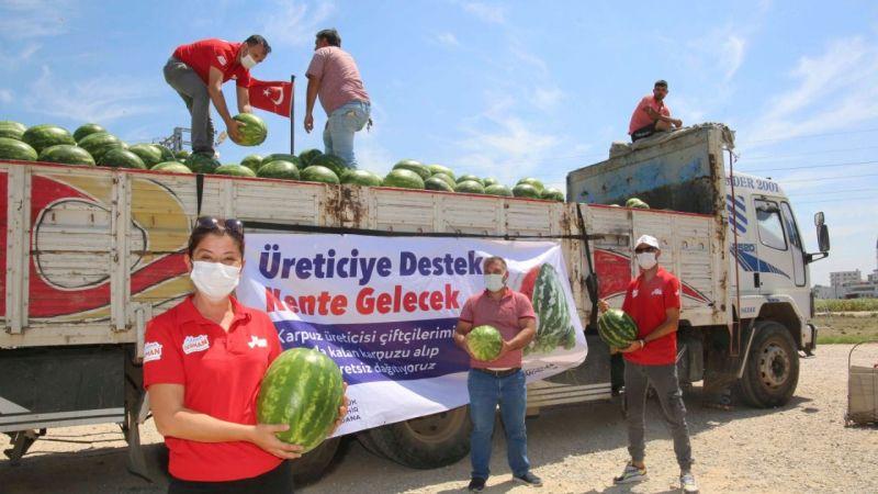 Büyükşehir Belediyesi ücretsiz karpuz dağıttı