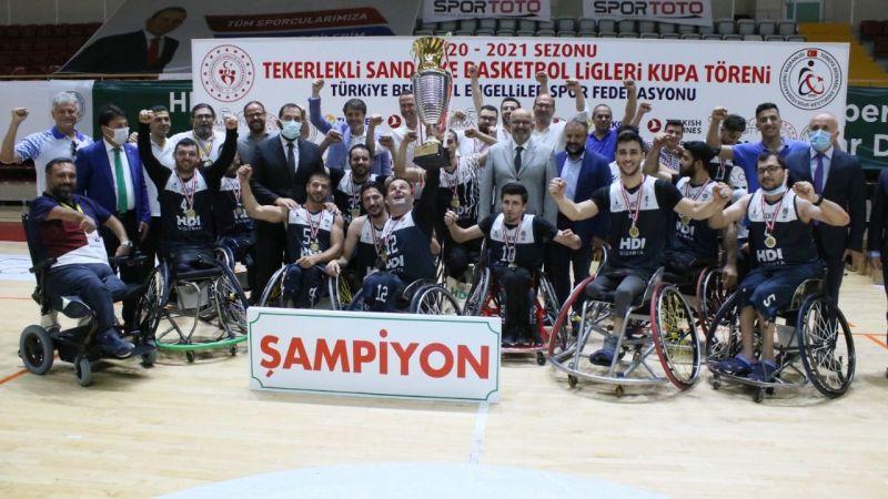 İzmir'in Tekerlekli Sandalye Basketbol Takımı Süper Lig Şampiyonu oldu