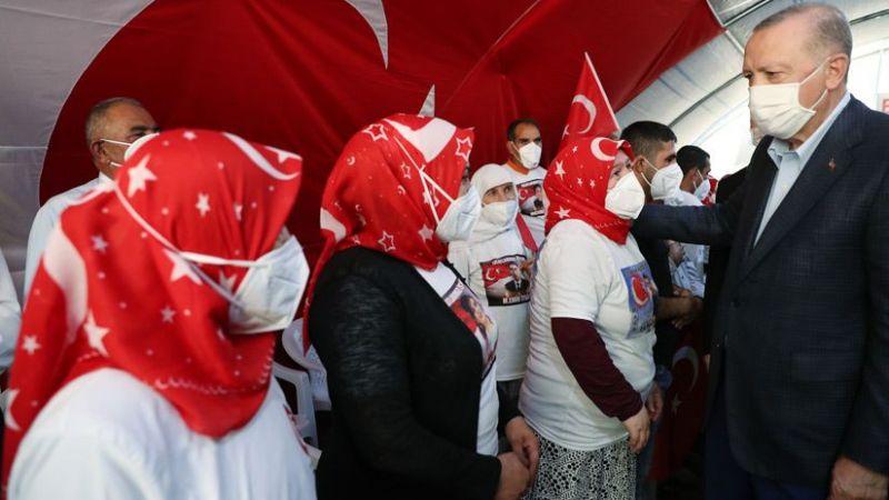 """Cumhurbaşkanı Erdoğan """"Diyarbakır Anneleri""""ne ziyaret etti"""