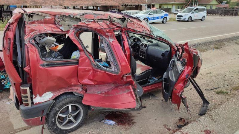 Panelvan ile TIR çarpıştı: 2 ölü, 3 yaralı