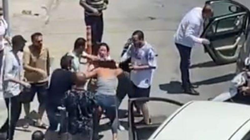 Kadın sürücüler trafikte saç saça kavga etti