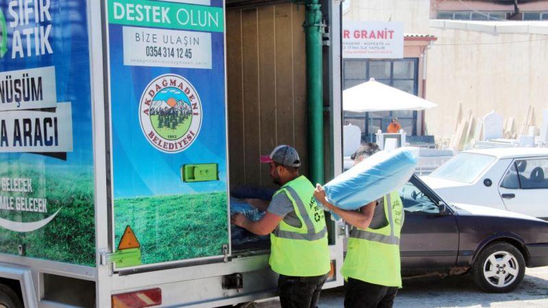 Belediye plastik atıklardan, poşet üretiyor