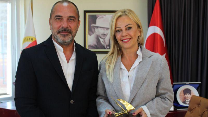 Öztürk'ten Denizcilerin sesini duyuran gazetecilere teşekkür