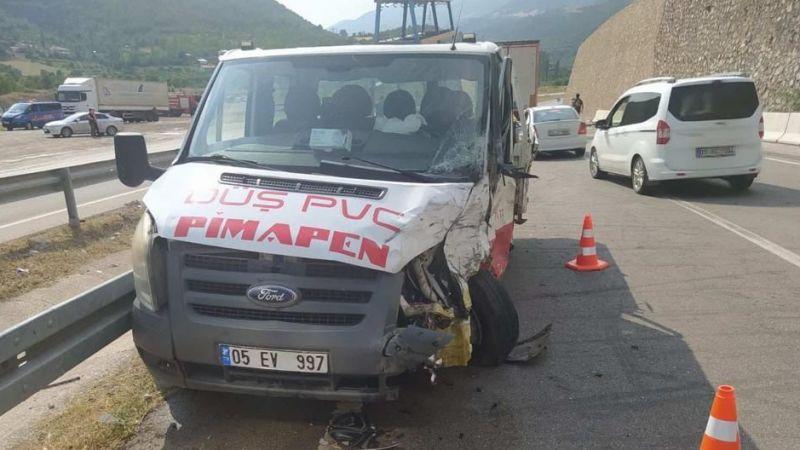 Amasya'da kamyonetle otomobil çarpıştı: 3 ölü 2 yaralı