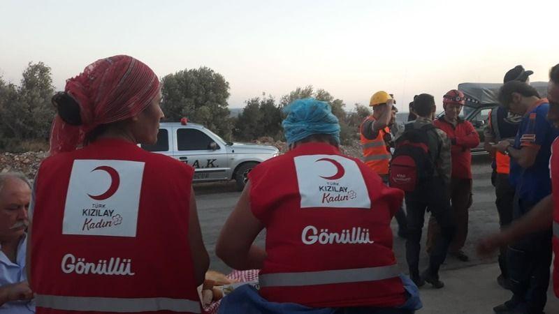Karaburun Küçükbahçe yangın söndürme ekibine Urla Kızılay'dan lojistik destek