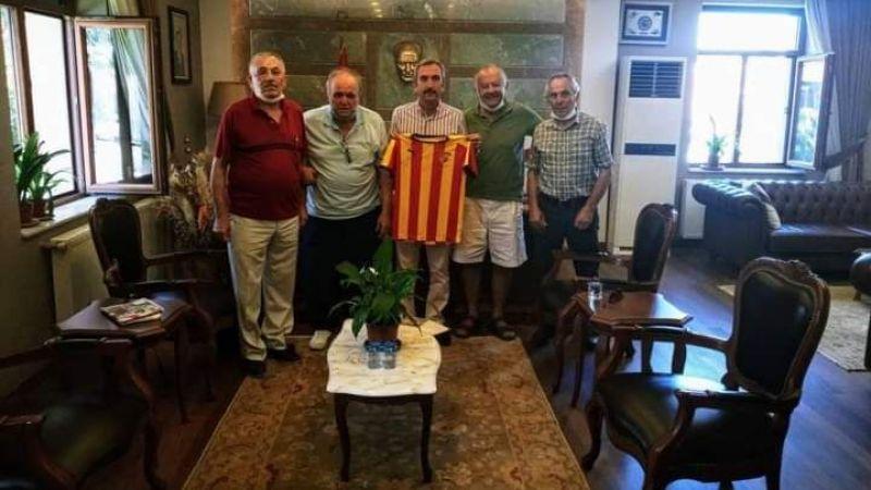 Efsane futbolcular, Kaymakam Dayanç'ı ziyaret etti