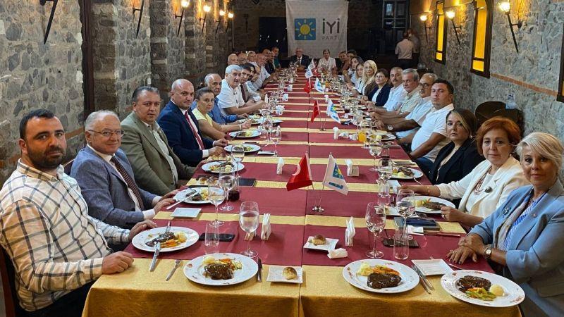 İYİ Parti İzmir Milletvekilleri İlçe Başkanlarıyla buluştu