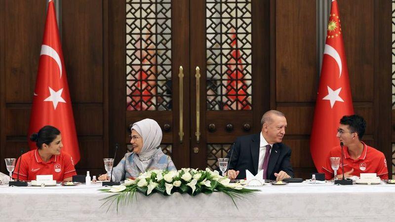 """Erdoğan: """"Tokyo olimpiyatları, sporcularımızın elde ettiği başarılar bakımından hafızalara kazınmıştır"""""""