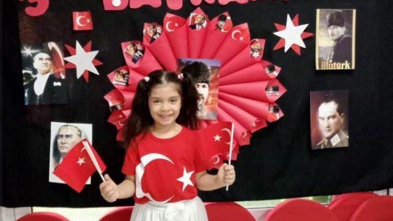 Atatürk ölmedi, kalbimizde yaşıyor