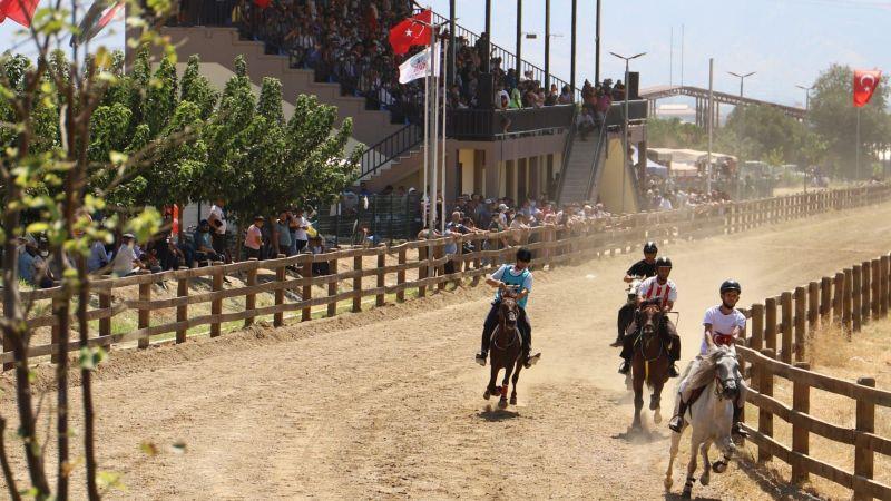 Atlar Ödemiş'te rahvan koştu