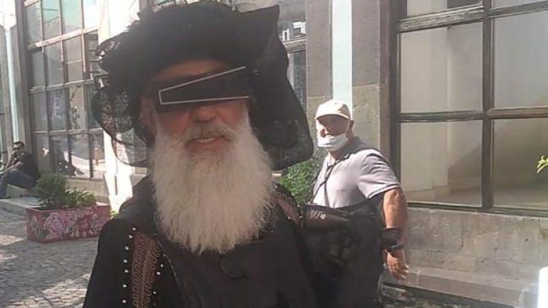 Urla sokaklarında bir garip adam
