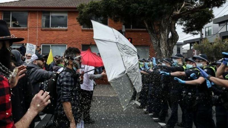 Polis, karantina karşıtlarıyla çatıştı