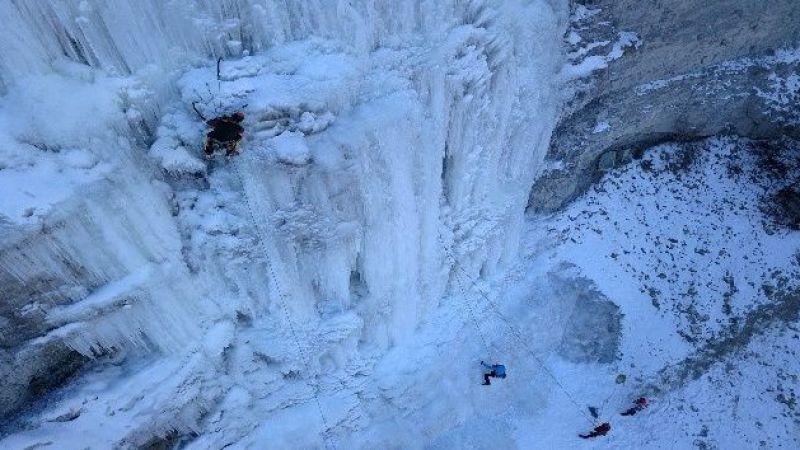 Erzurum'da buz şelalesinde nefes kesen tırmanış