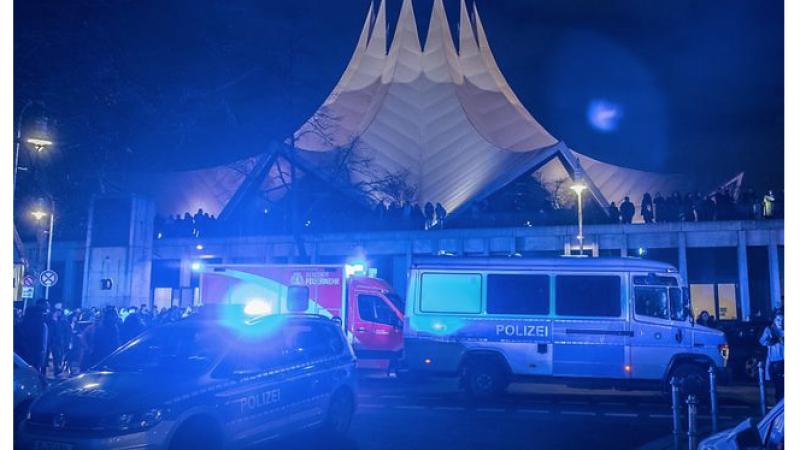 Almanya'da, Güldür Güldür Şov'un sahnelendiği salonun önünde silahlı saldırı: 1 ölü