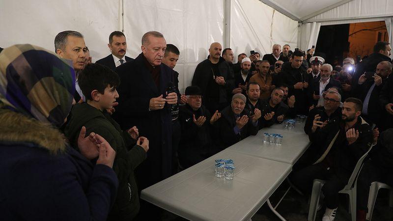 Erzurumlu İdlib şehidi Baysal'ın babaevine taziye ziyareti