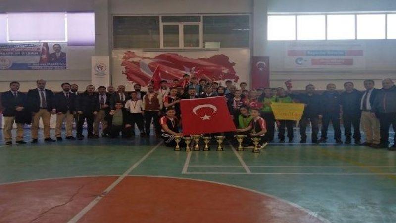 Şehitleri Türk bayrağıyla andılar, Mehmetçiği selamladılar