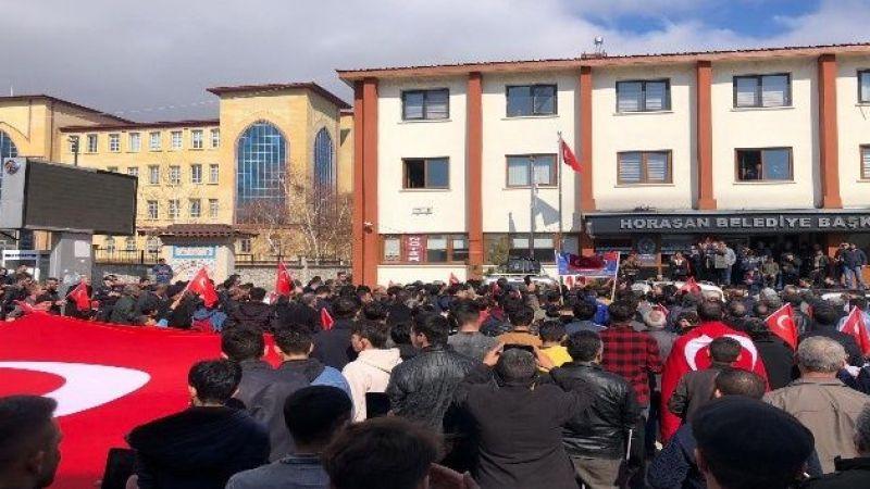 Horasan'da vatandaşlar, İdlib şehitleri için yürüdü