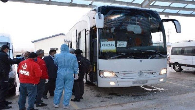 Erzurumlu umreciler karantina sonrası memleketlerine döndü