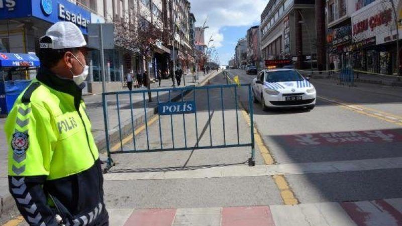 Cumhuriyet caddesine şeritli koronavirüs önlemi
