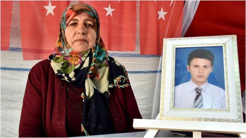 Çocuğumu almadan HDP önünden gitmeyeceğiz