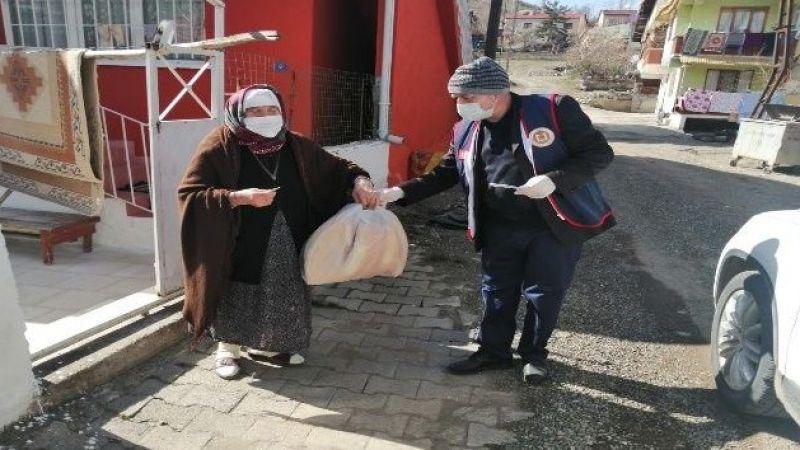Sokağa çıkamayan vatandaşların ihtiyaçları 'Vefa Sosyal Destek Grubu' tarafından karşılanıyor