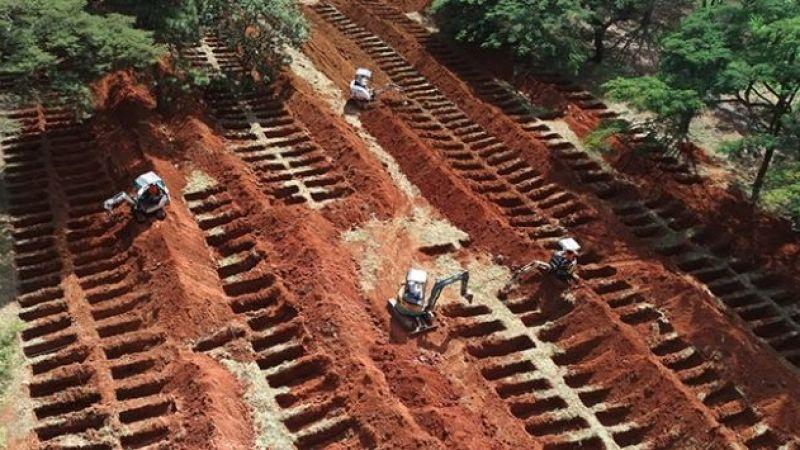 Brezilya'da koronavirüsten ölenler için toplu mezarlar kazıldı