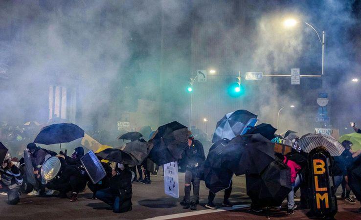 New York'ta göstericilerle polis arasında çatışma