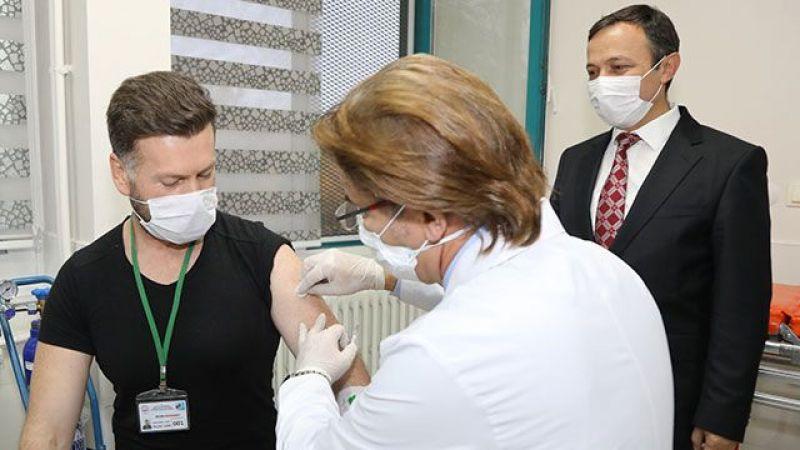 Yerli Covid-19 aşısının insan deneyleri başladı, ilk doz uygulandı