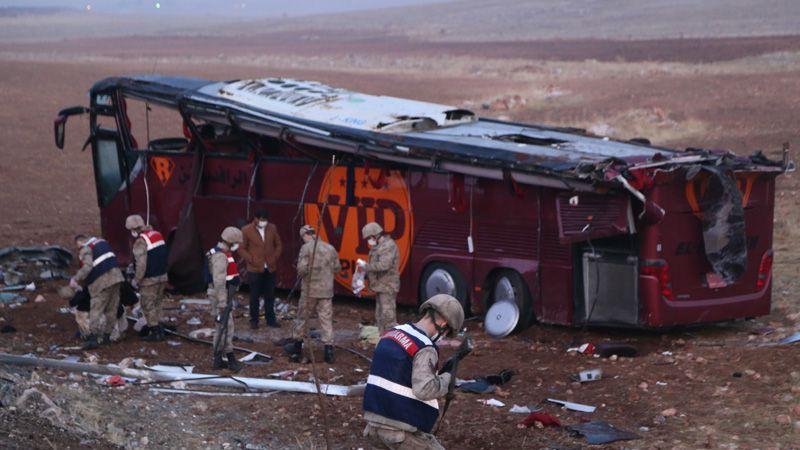 Şanlıurfa'da faci kaza: 29 kişi yaralandı