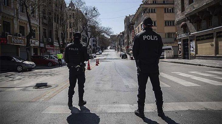 Türkiye genelinde sokağa çıkma kısıtlaması başladı.