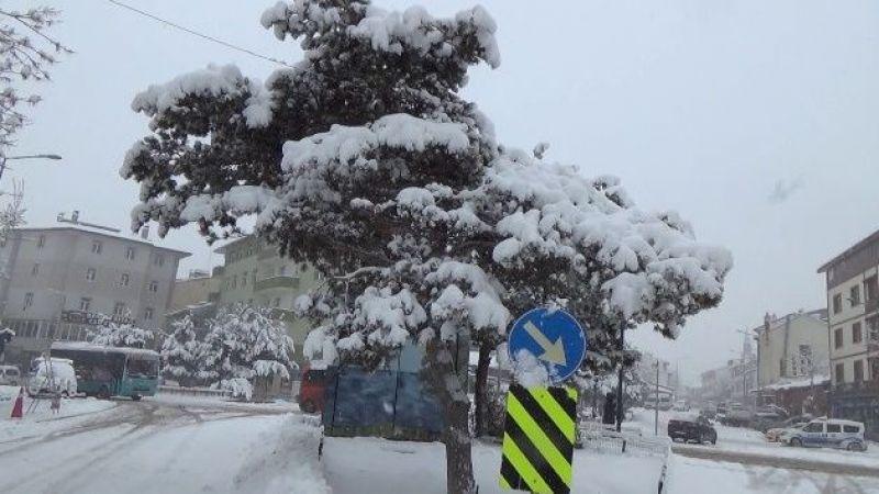Erzurum'da yoğun kar yağışı devam ediyor