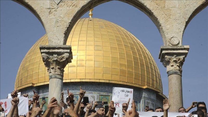Siyonist İsrail Filistinlilerin Mescid-i Aksa'ya girişine engel oldu