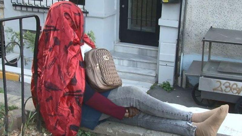 Beyoğlu'nda gizemli Afrikalı kadın; 5 gündür oturduğu duvardan kalkmadı