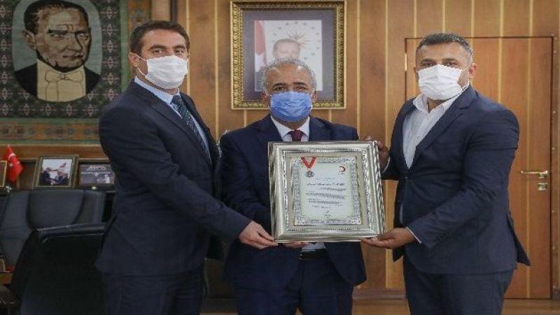Kızılay'dan Atatürk Üniversitesine platin madalya