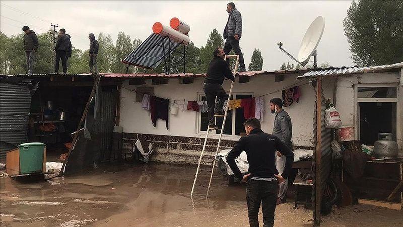 Kars ve Ardahan'da sağanak su baskınlarına yol açtı
