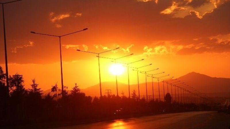 Erzurum'da güneşin masallara konu olan hali görenleri büyüledi