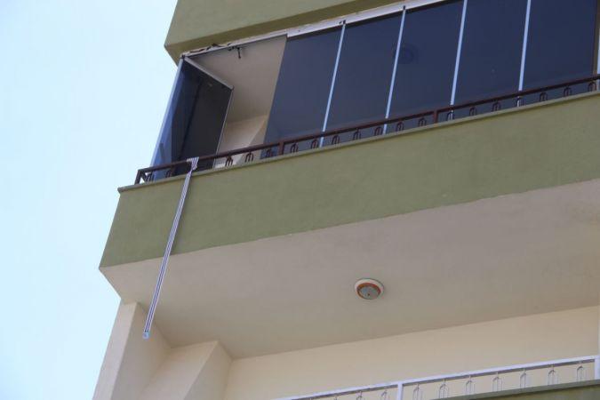 Emekli öğretmen çilingiri beklemedi, 3'üncü kattan düşüp öldü