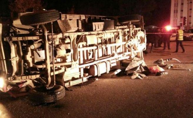 Kamyonet otomobille çarpıştı: 1 ölü