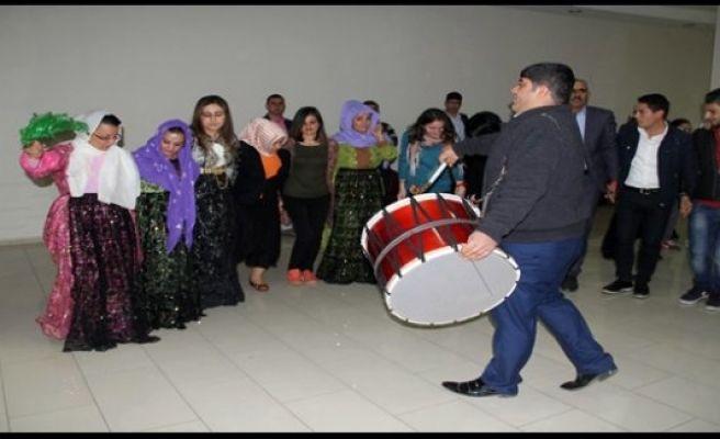 KADINLARDAN HALAYLI ŞİDDET TEPKİSİ